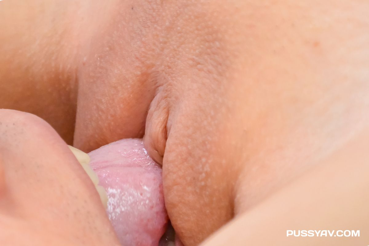 Arisa Nakano Gives BJ And Squirts While Being Fucked